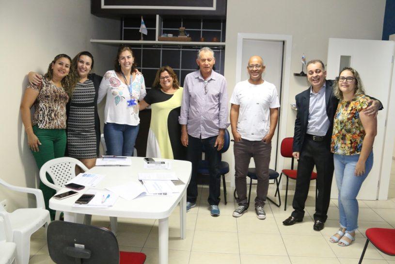 #PraCegoVer Membros do conselho deliberativo posam para foto - Caraguaprev Entre Cidades 100mil Habitantes